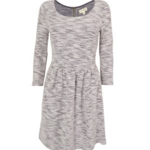 30% Off Bundles! Grey and White Dress⚪️